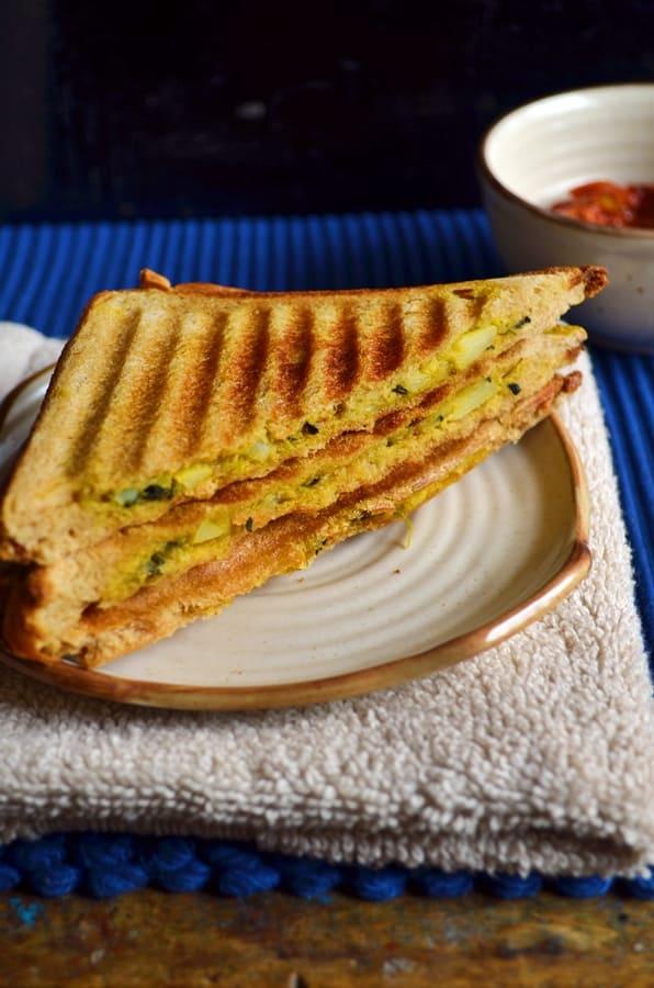 Aloo methi sandwich recipe1