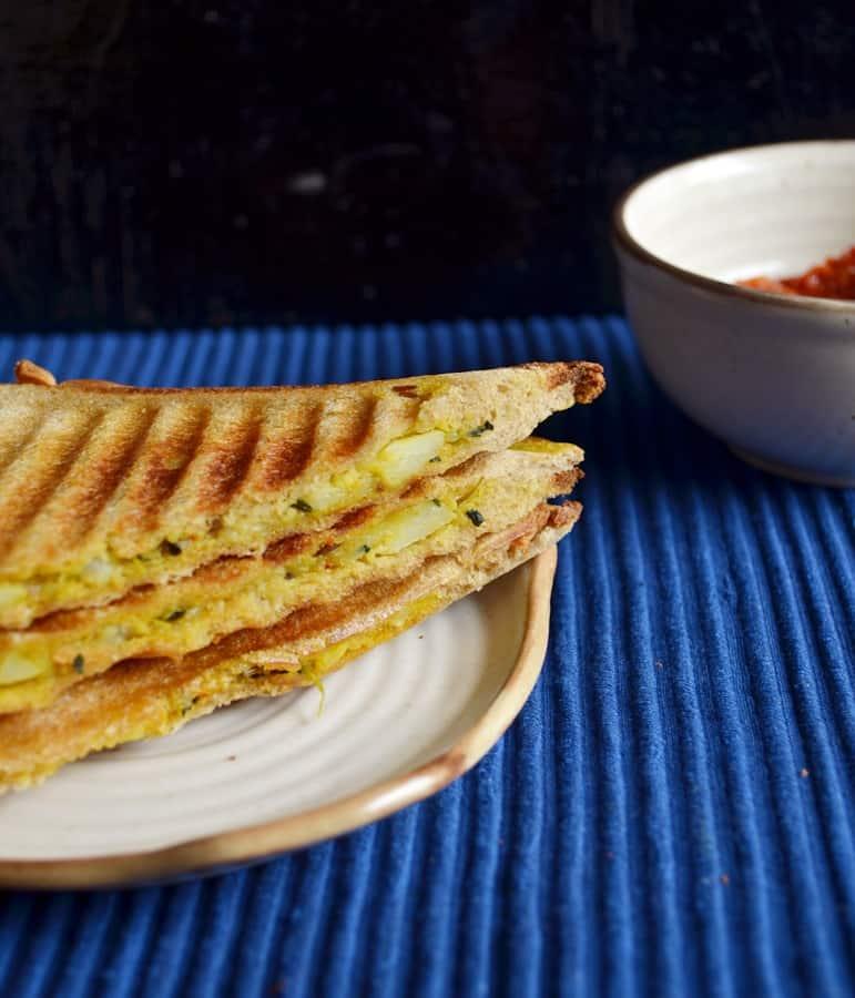 Aloo methi sandwich recipe2