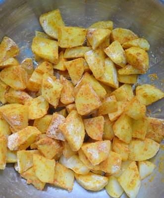 toss the potato cubes-potato fry recipe