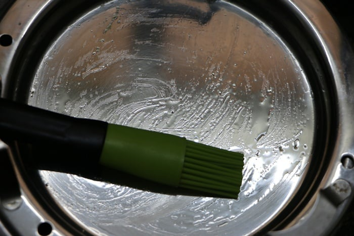 Greased a pan with oil