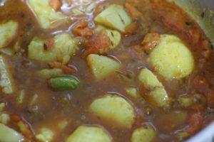 making potato curry recipe