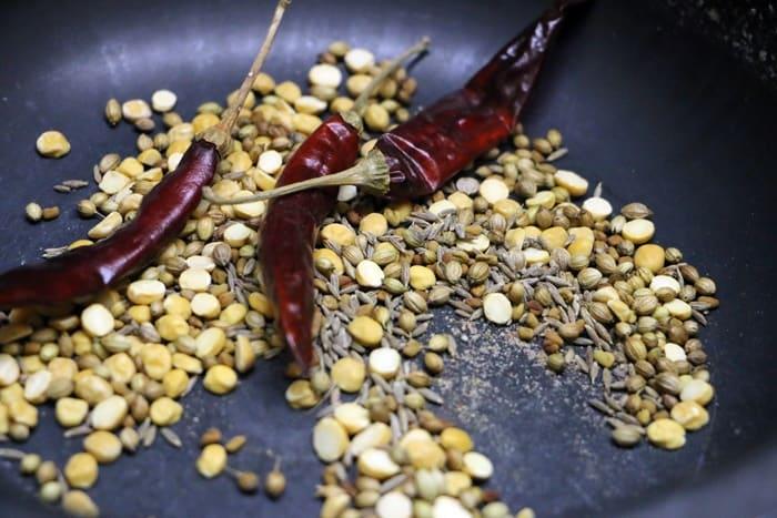 making spice powder for idli sambar recipe, tiffin sambar recipe