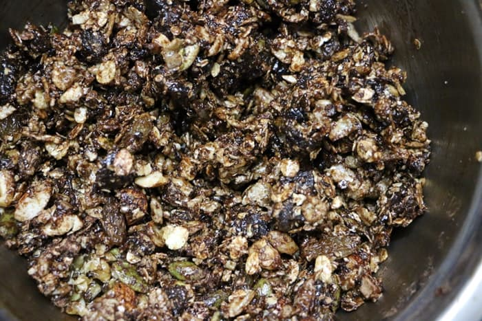 Making chocolate granola recipe