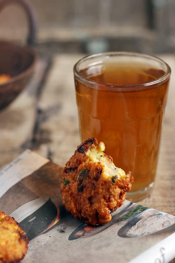 masala vada served with tea