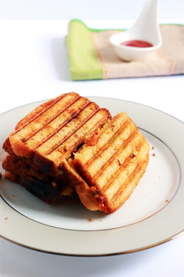 paneer sandwich served with sauce