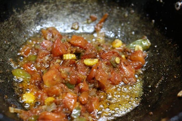 cooked onion tomato masala