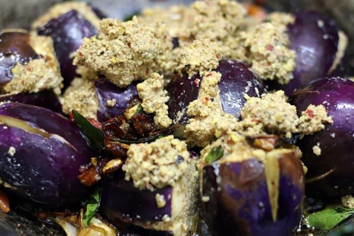 ennai kathrikai curry step 6