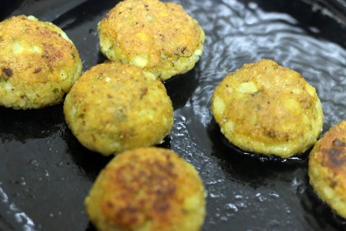 frying aloo tikki until, golden brown