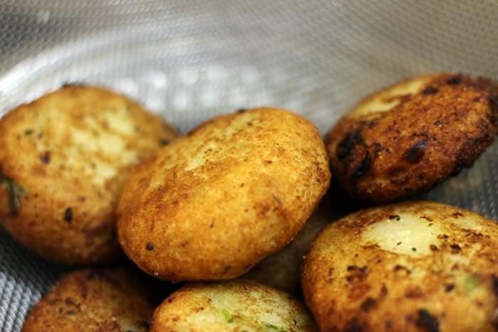crispy deep fried stuffed aloo tikki