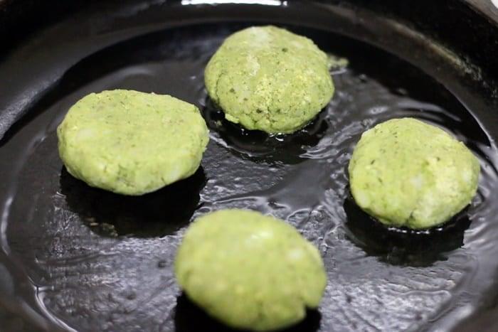 pan frying hara bhara kabab