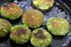 crispy pan fried spinach kabab