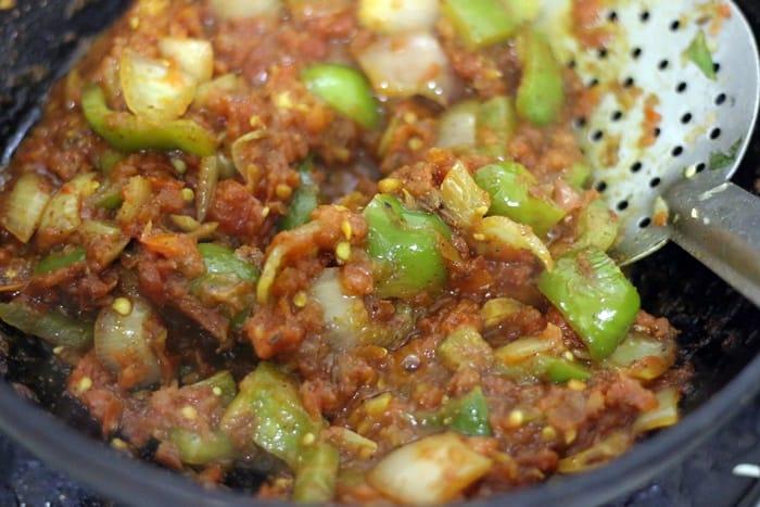 onion tomato base for making kadai paneer recipe