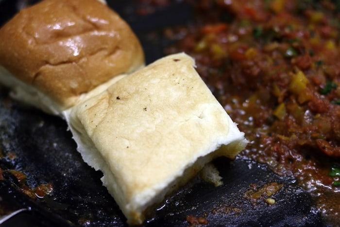 toasting pav for masala pav recipe