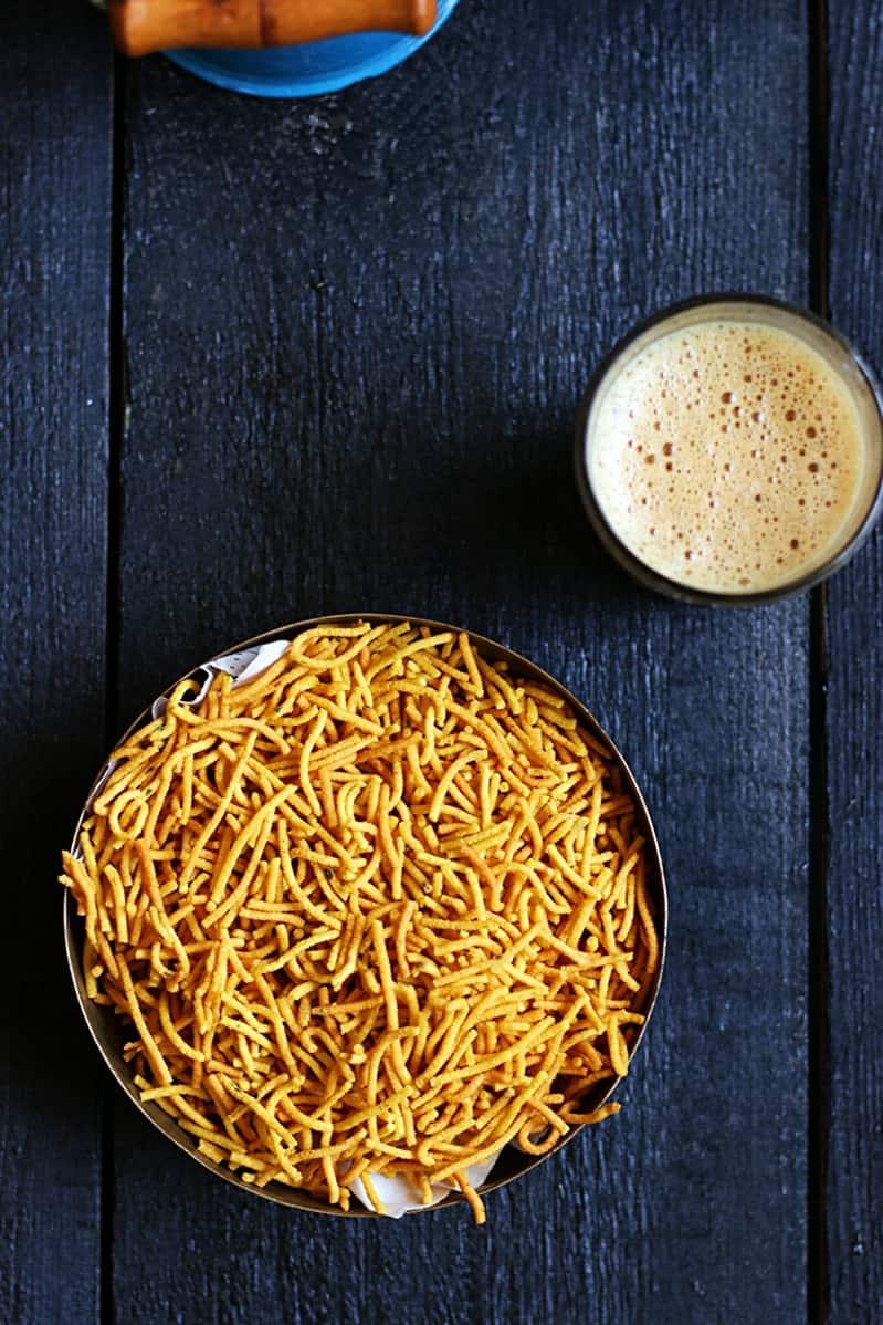 Crispy aloo bhuja served with tea for snacks