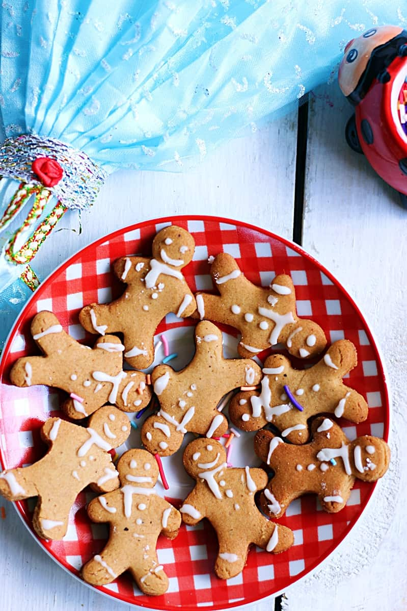 gingerbread man cokies with eggless royal icing