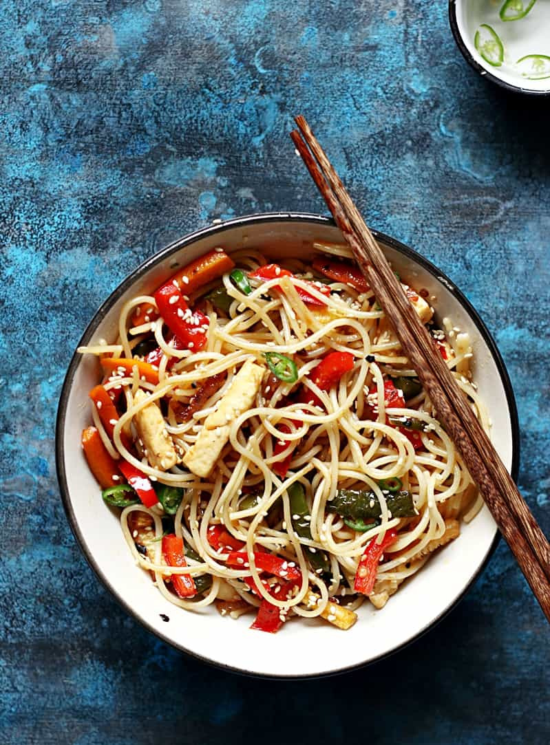 chilli garlic noodles served with chopstick