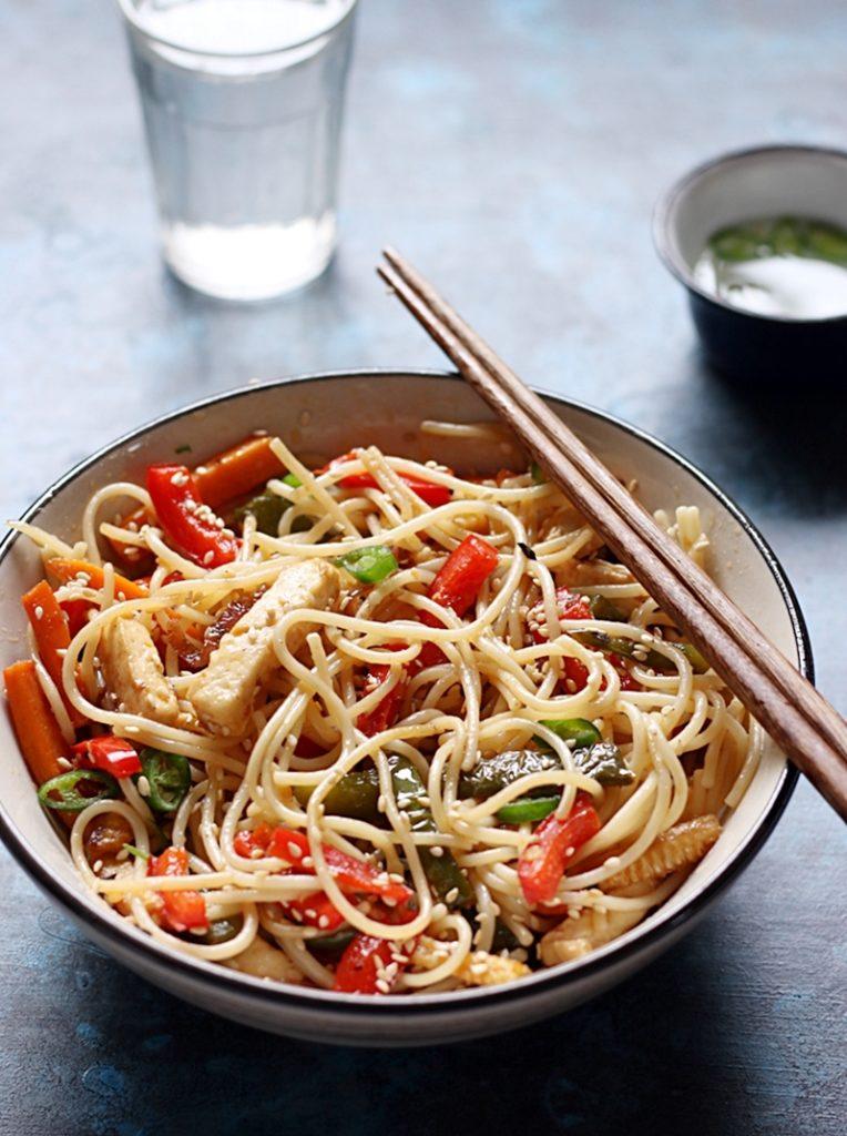 closeup shot of chilli garlic noodles