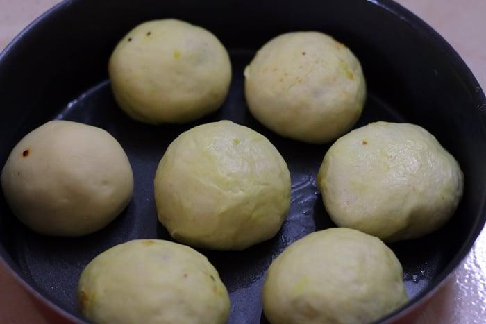 baked vada pao step 4