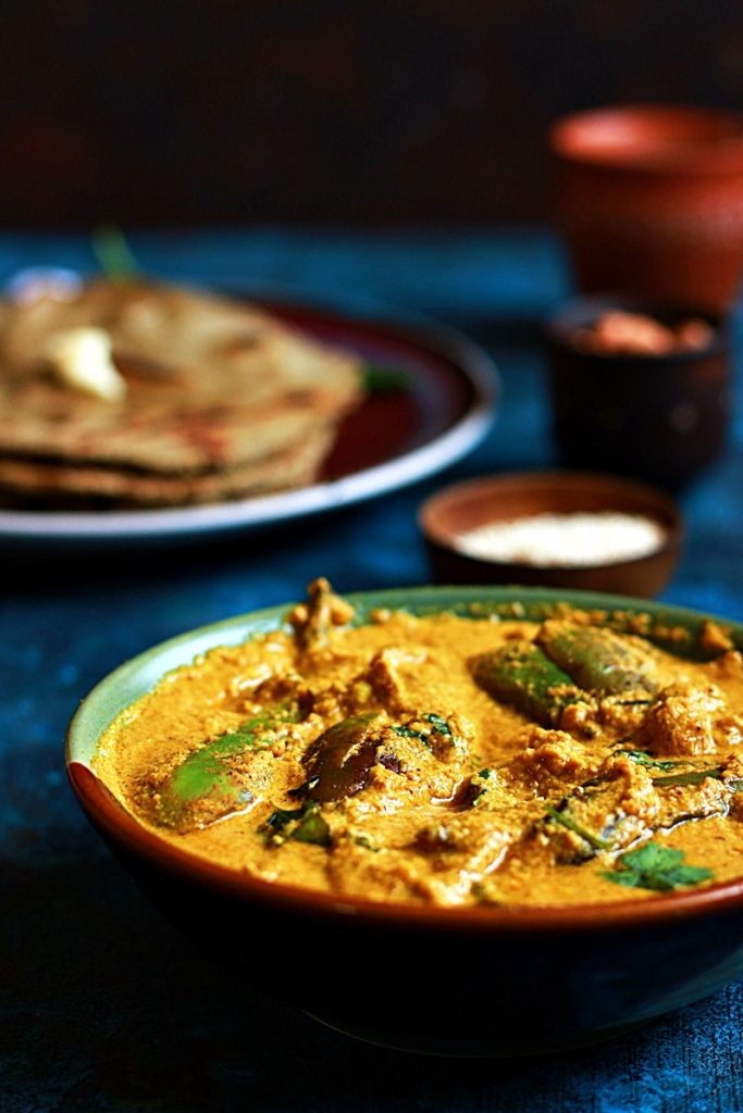 Bharli vangi served with rotis and butter