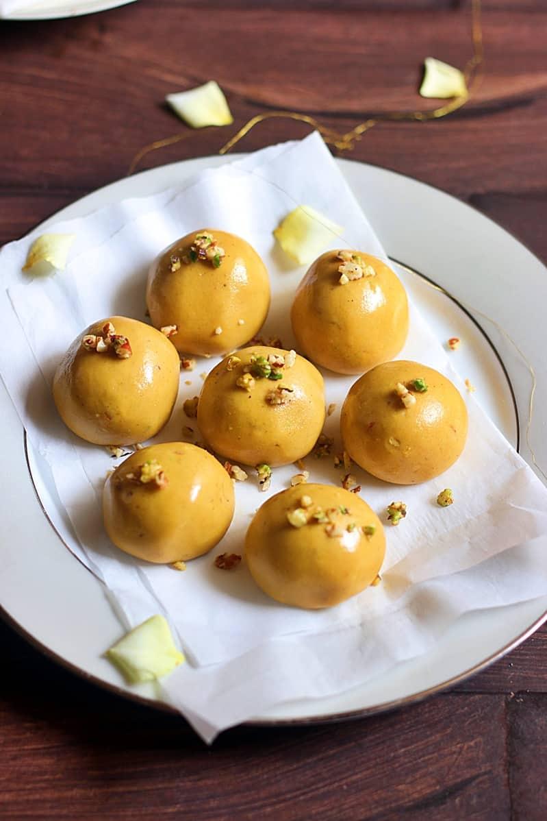 Indian street food recipes besan ladoo recipe how to make besan ladoo recipe besan laddu recipe forumfinder Choice Image