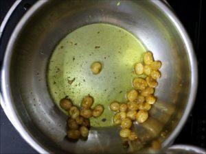 fried raisins for carrot halwa recipe
