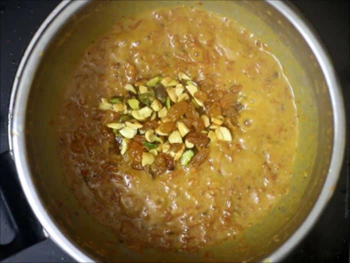 garnishing carrot halwa recipe