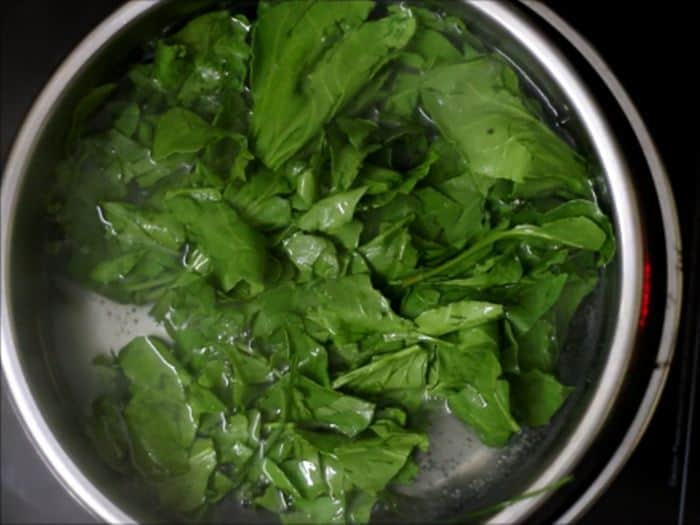 blanching spinach for palak paratha recipe