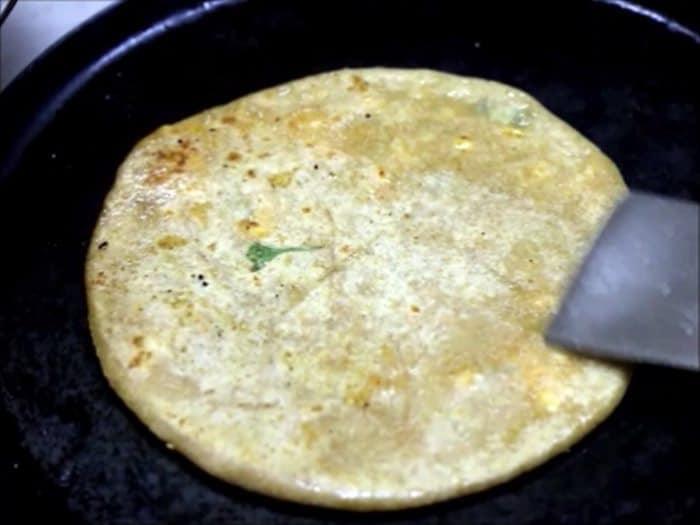 frying paneer paratha