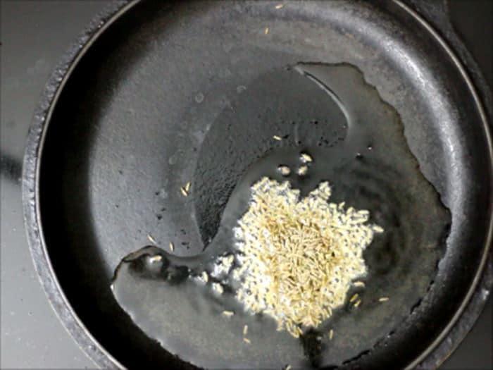 tempering cumin seeds for jeera aloo recipe