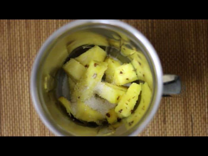 making pineapple juice recipe
