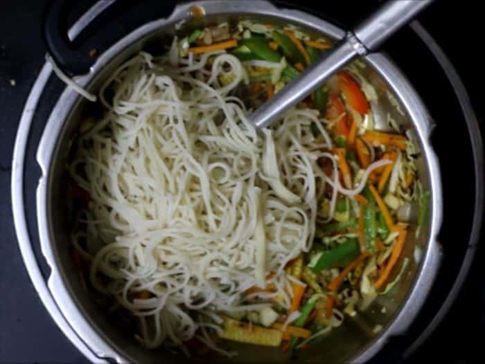 making veg chow mein noodles recipe
