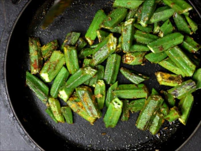 making bhindi fry-sukhi bhindi recipe
