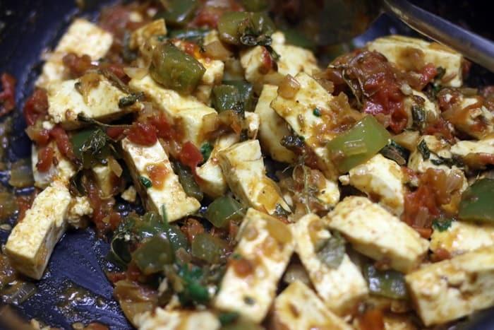 Making tawa paneer recipe