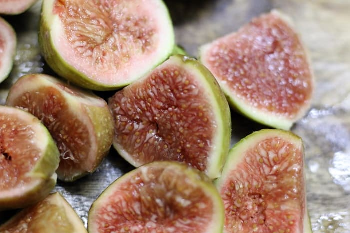 Chopped figs for making figs smoothie