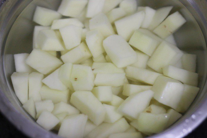 Cubed potatoes soaked in water for making potato roast