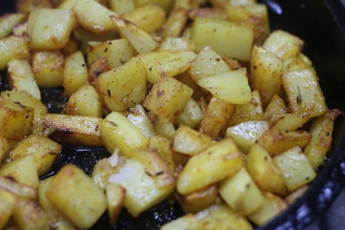 Making roasted potatoes recipe