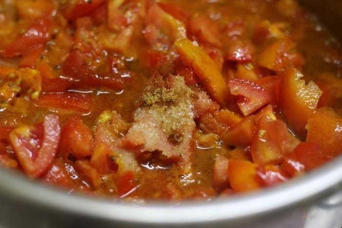 Making tomato thokku recipe