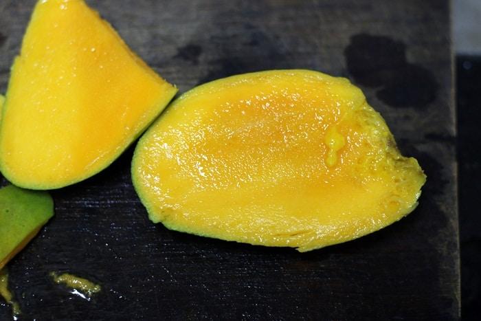 chopped ripe mangoes