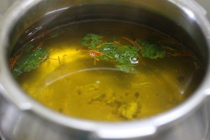 saffron tea ready to serve