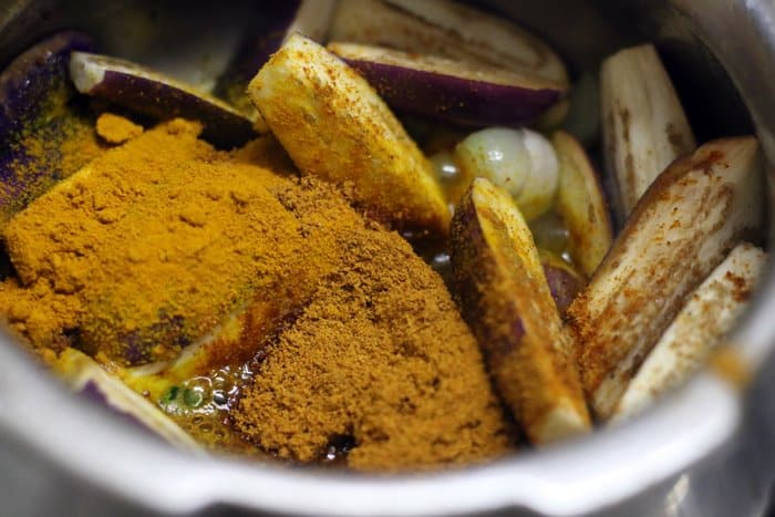 brinjal sambar or kathrikai sambar recipe making