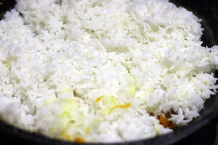 preparing carrot rice