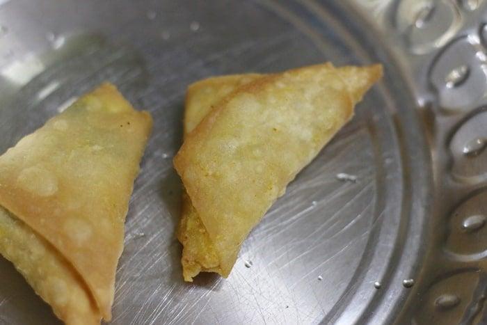 golden deep fried samosa