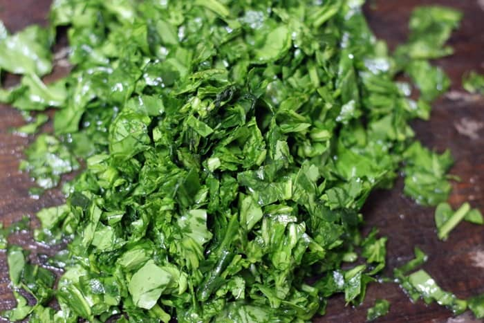 cleaned and chopped spinach leaves