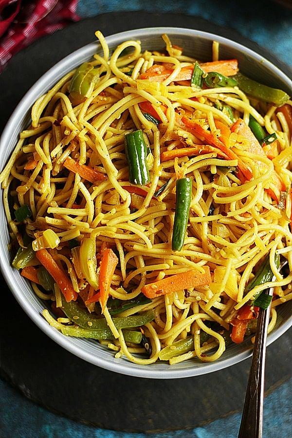 veg hakka noodles ready to serve