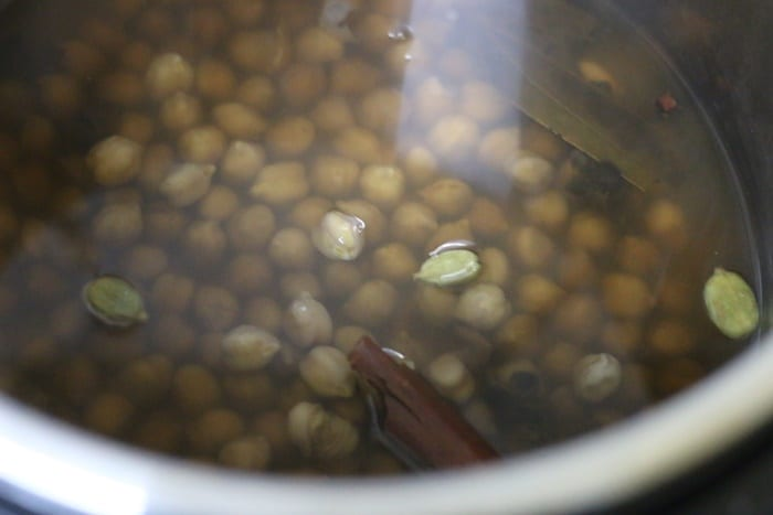 pressure cooking chickpeas for making punjabi chole
