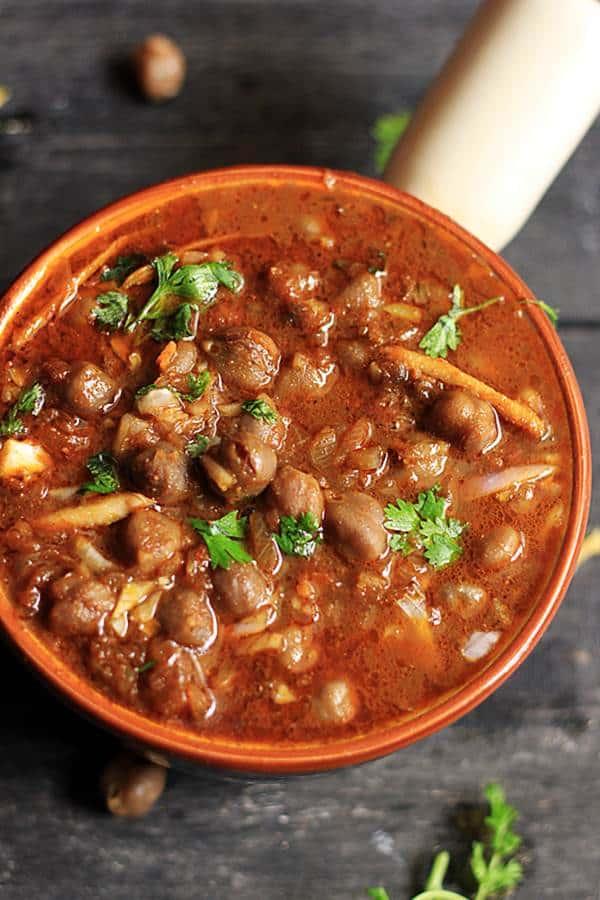 closeup shot of Punjabi Amritsari chole masala for kulcha