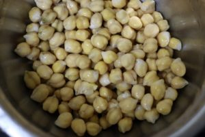 soaked and drained chickpeas ready to be cooked