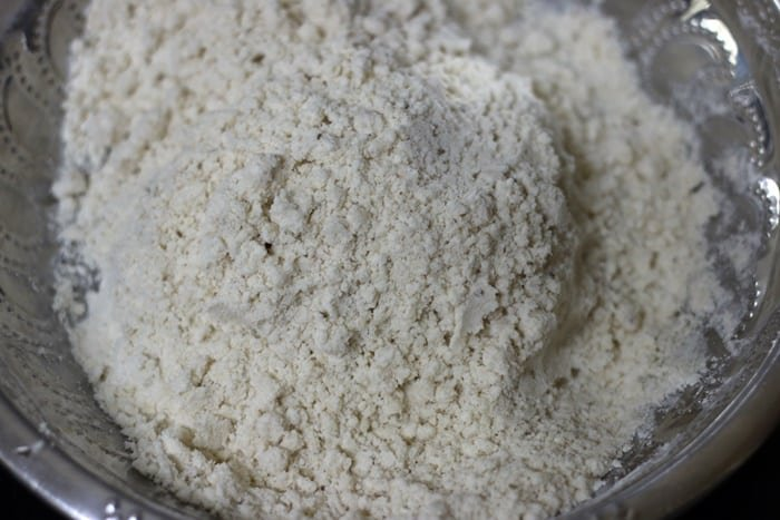 flour incorporated with oil, resembling bread crumbs for making samosa pastry dough
