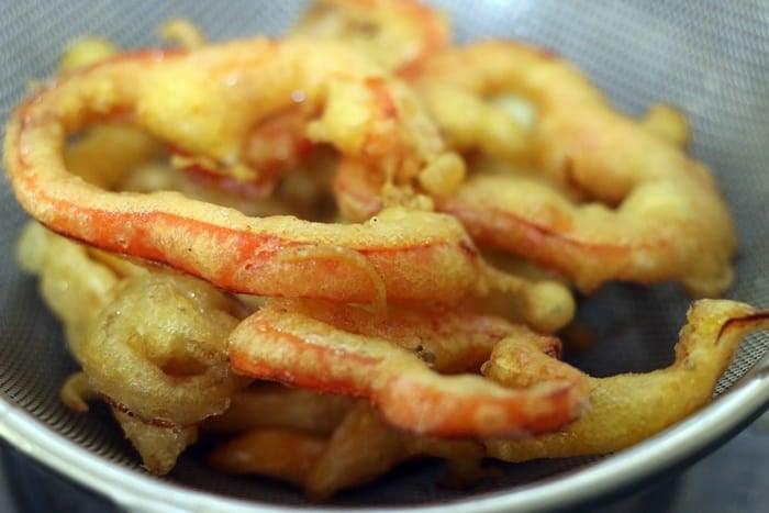 draining excess oil from fried vegetable tempura