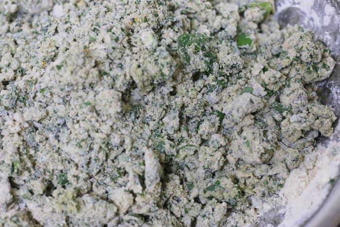 making methi thepla dough